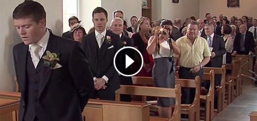 Groom sings bride up the aisle